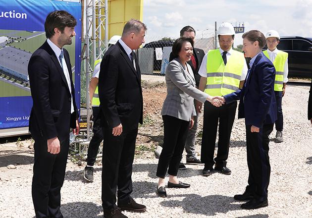塞尔维亚总理阿娜·布尔纳比奇一行视察陕西11选5中奖查询股份塞尔维亚项目施工现场
